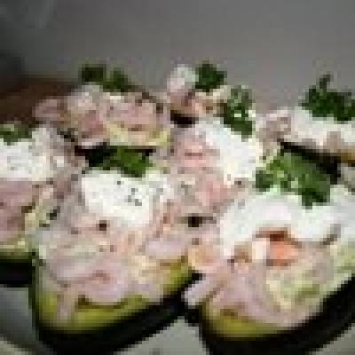 Салата с авокадо и скариди