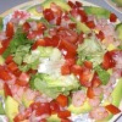 Редена зеленчукова салата със скариди