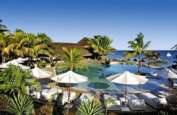 Maritim Hotel Mauritius разположен на Turtle Bay в