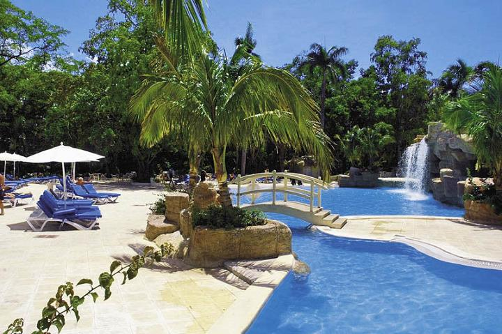Blue Bay Villas in Playa Dorada and the ocean sands in Punta cana?